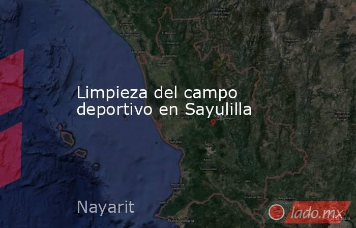 Limpieza del campo deportivo en Sayulilla. Noticias en tiempo real